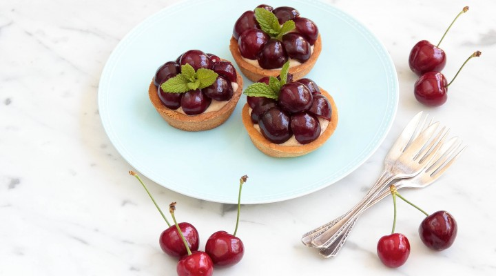 Cherry Chestnut Cream Tarts_Natvia Xmas eBook_7140_5x7