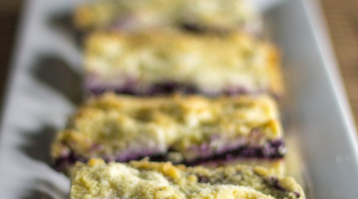low-carb-blueberry-jam-cream-cheese-crumb-bars